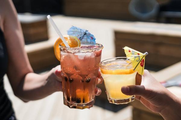 alcohol-alcoholic-bar-545058-1